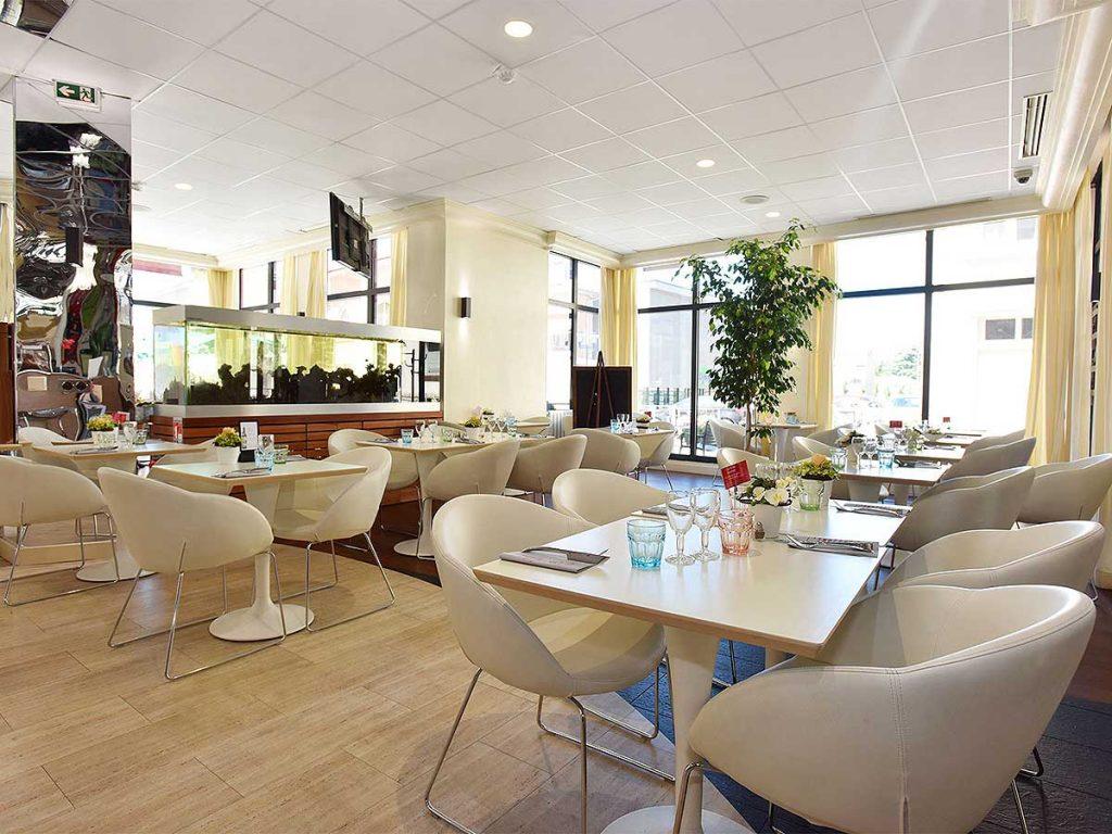 03-salle-restaurant-petit-dejeuner