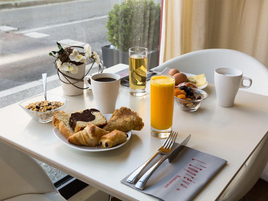 04-salle-restaurant-petit-dejeuner